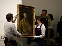 People carrying Manet portrait